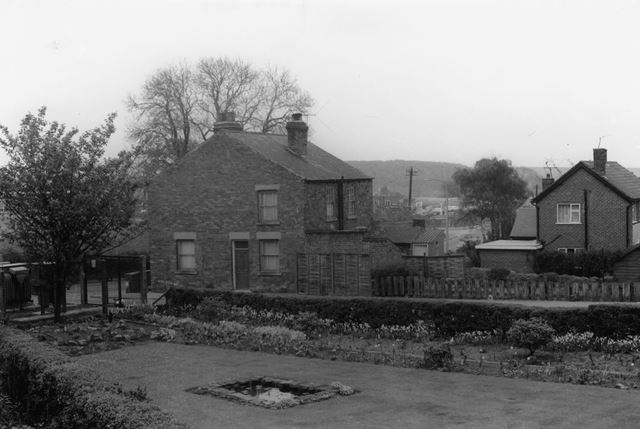 Old Cottages, end of Stream Mill Lane, Ripley 1973