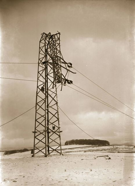 Damage caused by ice loading on power cables