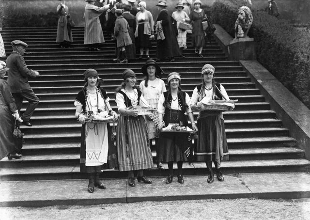 Trinket sellers at Garden Fete, Chatsworth House, 1922