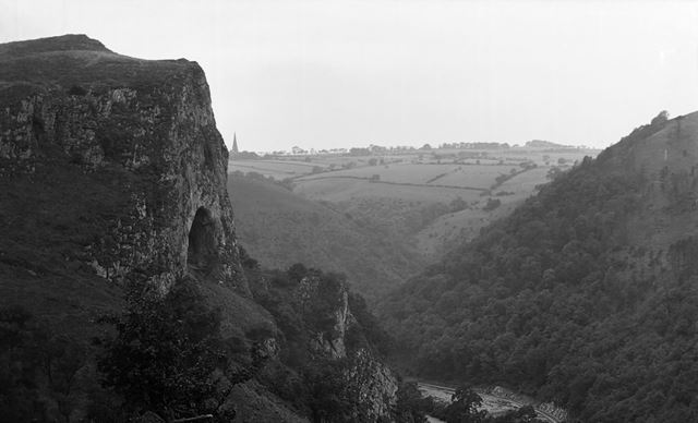 Thor's Cave, Manifold Valley