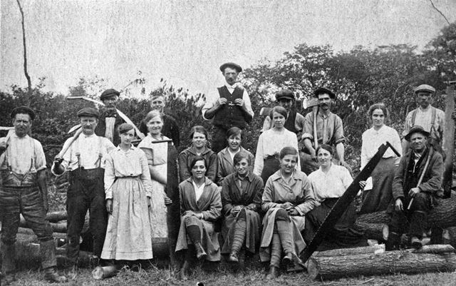 Group of timber (?) workers at the start of World War 1, Whitwell