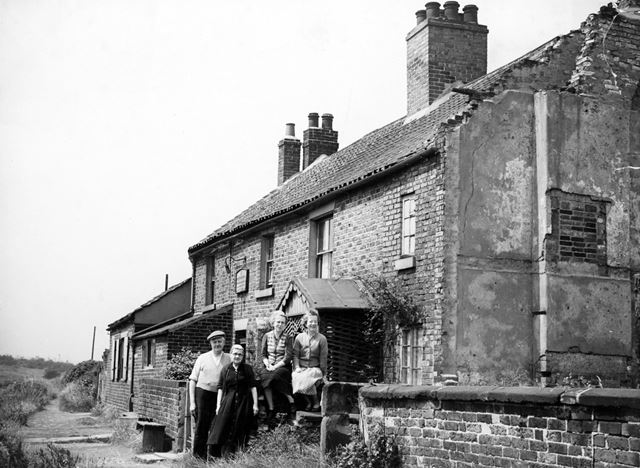 Canal Tavern, Canal Row, Staveley, c 1940