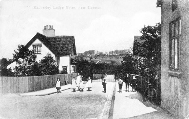 Mapperley Lodges and gates, Mapperley Village