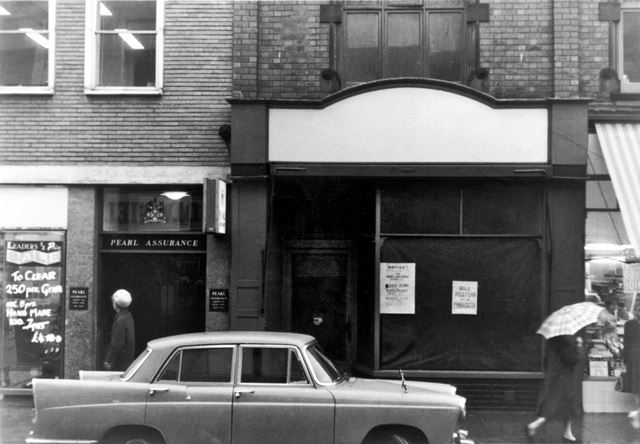 Vacant shop next to Pearl Assurance, High Street