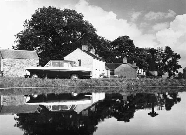 The Village Pond, Pub and Cross, Foolow