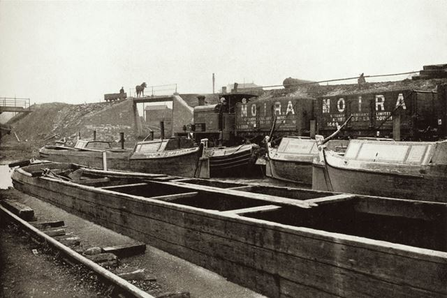 Canal boats at Reservoir Colliery, Ashby Woulds, Leicestershire, 1919