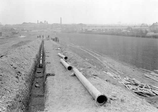 Laying water main during construction of Western Boulevard
