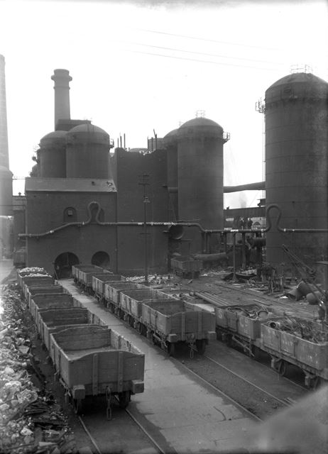No 10 Blast Furnace and Lift Tower during demolition