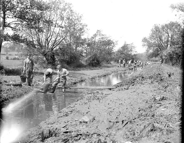 Removing silt from the Nutbrook Canal, 1943