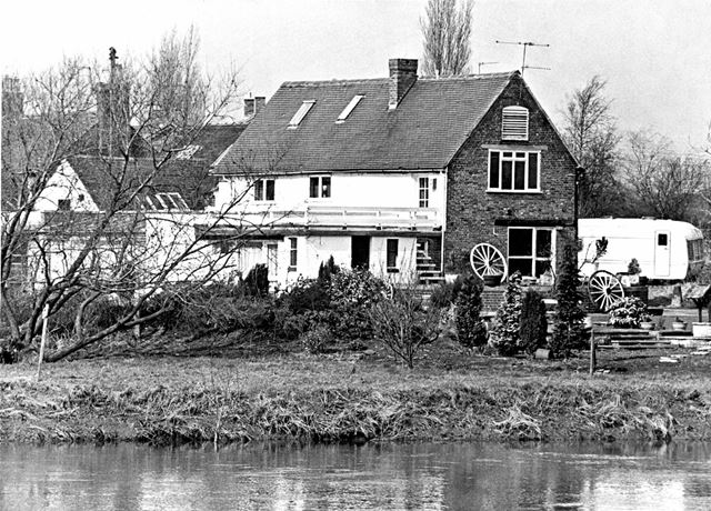 Houses in Swarkestone, viewed from the River Trent