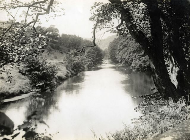 The River Derwent in Ashopton Village before the construction of Ladybower Reservoir, c 1930s