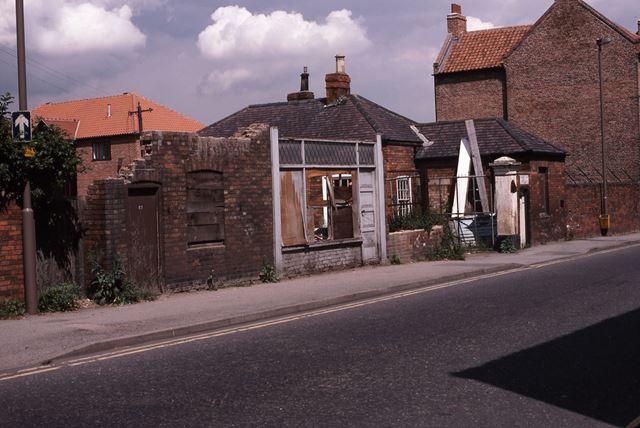Remains of front of Wakes and Lambs Yard, Mill Gate, Newark, 1987