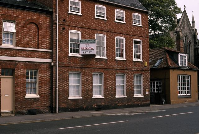 Cheltermill House and Antique Shop, Lombard Street, Newark, 1987