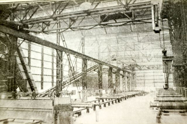 Pipes and lifting equipment in the Sand Spun Plant