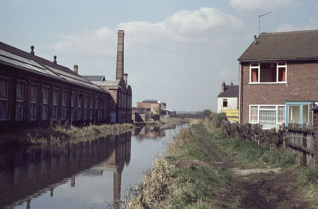 Erewash Canal at the end of Dale Avenue, Long Eaton, 1980
