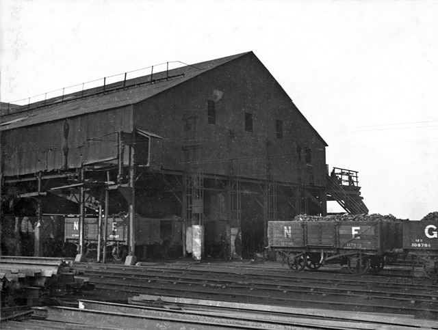 'The Modernisation of Williamthorpe Colliery 1938-40' - old screens and loading sheds